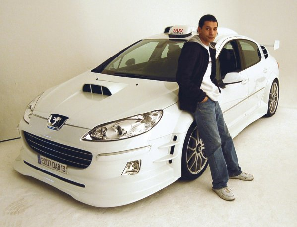 mounir et la voiture du film taxi blog officiel de mounir. Black Bedroom Furniture Sets. Home Design Ideas